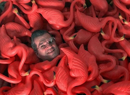 pink flamingo lawn ornament inventor Donald Featherstone